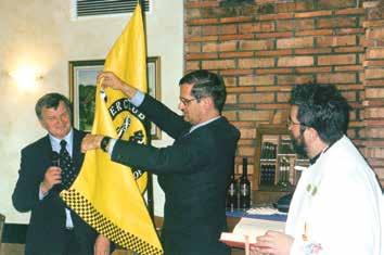 Razvitje in blagoslov svečane zastave – prapora OTC Škofljica: predsednik kluba Franc Gruden; župan Občine Škofljica, dr. Jože Jurkovič; župnik Jože Tominc. Zastavo je oblikoval Iztok Lipovšek.